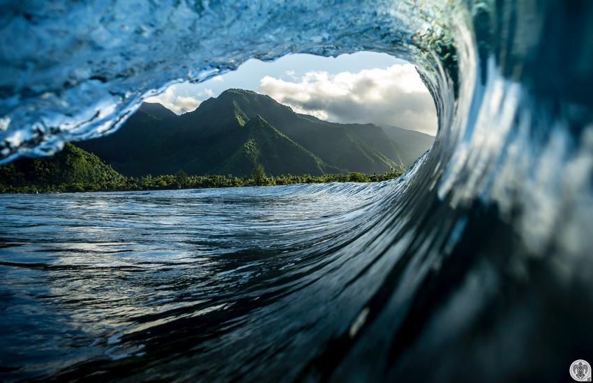 Idée photo © Ben Thouard - Surf Tahiti - Into the wild