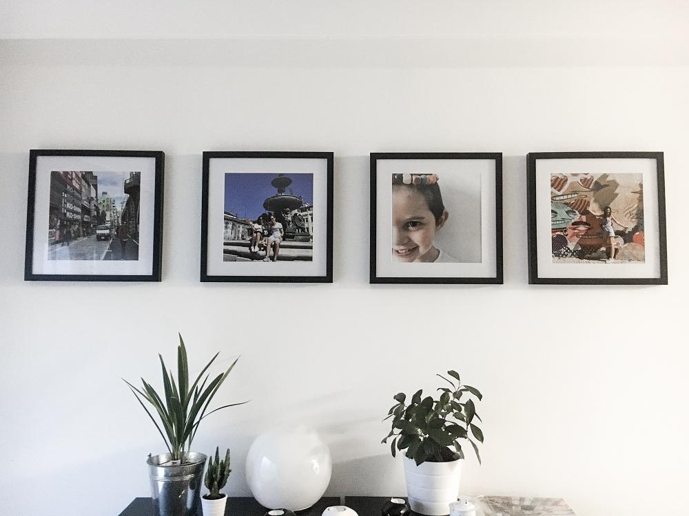 Idées déco couloir ou déco entrée - Exemple client Photos encadrées - @myposter / Sandy Dias