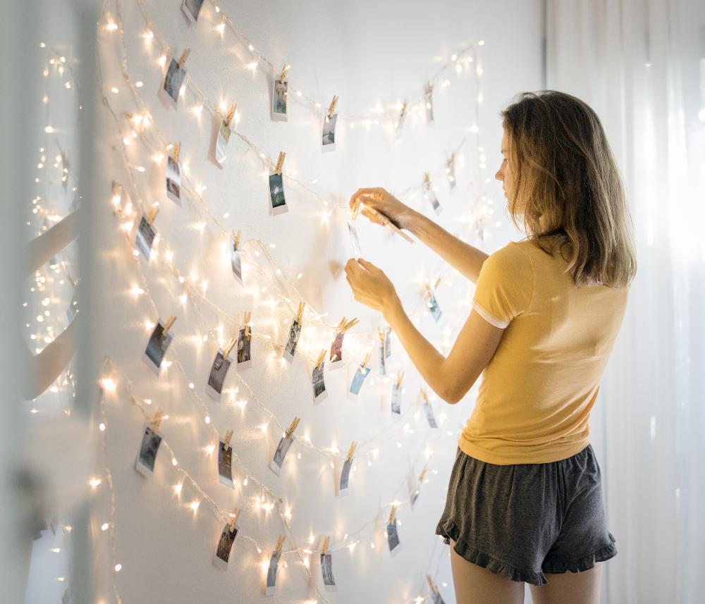 Comment Accrocher Une Guirlande Lumineuse Au Mur donnez du style à votre déco avec une guirlande photo !