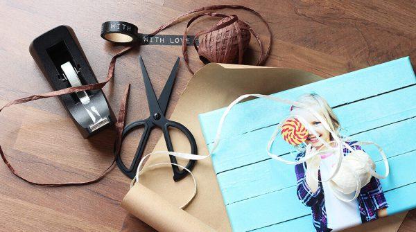Comment emballer un cadeau en 5 minutes - TUTO myposter